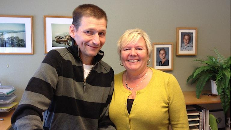 Thomas Eriksson och Maj-Britt Jönsson vid Storsjöbygdens golfklubb. Foto: Peter Söderlund/Sveriges Radio