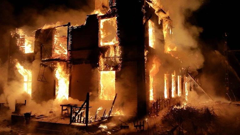 Stationhuset i Mörsil brann ner. Foto: Räddningstjänsten