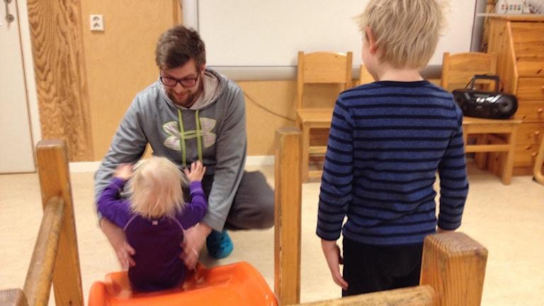 Hampus Adolfsson, barnskötare, Luktärtan, Kommunal
