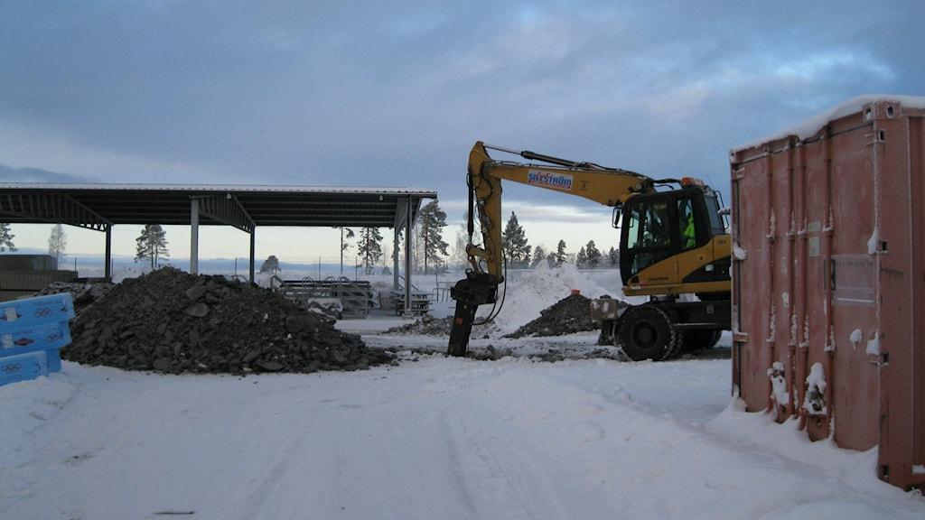 Peab har inlett markarbeten på Jämtkraft Arena. Foto: Peter Söderlund/Sveriges Radio.