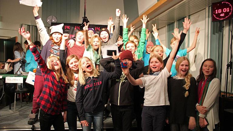 Det vinnande laget från Duveds skola. Foto: Lars Gustafsson/Sveriges radio.