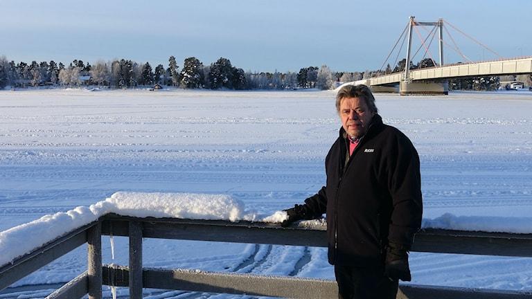 Pieter Fürst vid Ströms Vattudals strandkant.