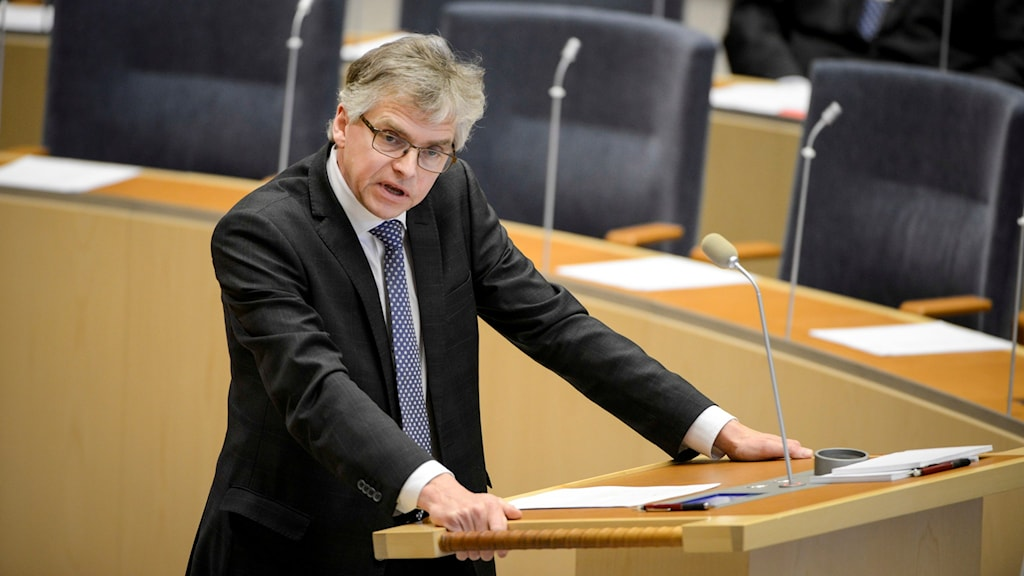 Per Åsling (C) riksdagsledamot i talarstolen