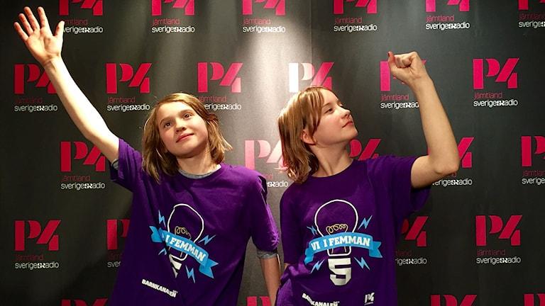 Isac och Ella från Duved gör en cool segerpose!
