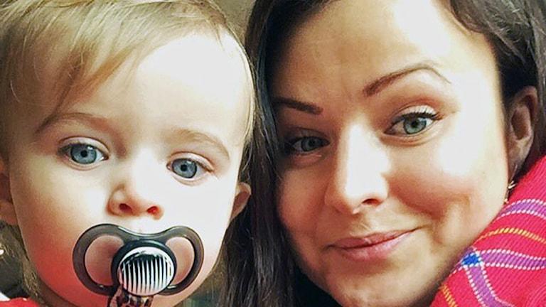 Johanna Tjäder sydsamisk mamma tillsammans med dottern Ester
