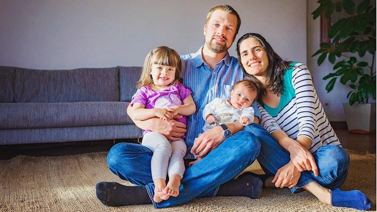 Familjen Backman. De var lyckliga när de bodde i Bolivia. Nu har Anders och  Irene har de fått besked att de tvingas få vänta i ett år innan Irene Castillo får uppehållstillstånd.