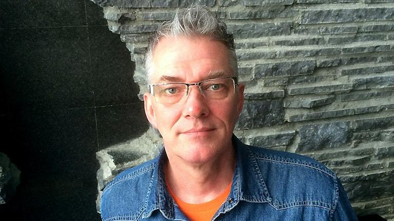 Hans Werner är en av alla som drabbats av de ökande väntetiderna på att få hit sin partner till Sverige.