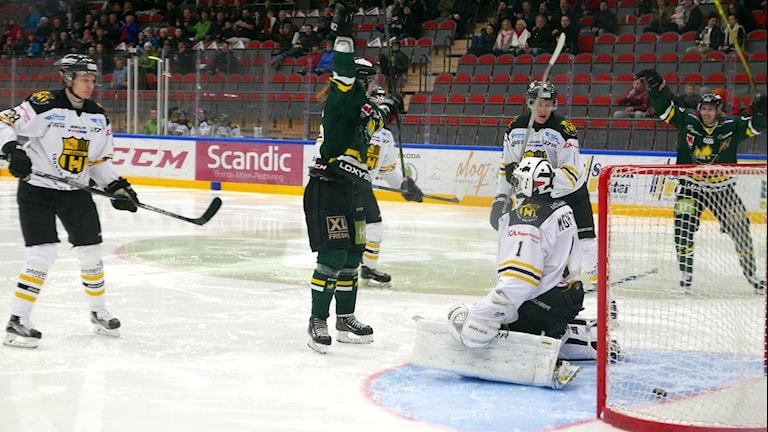 Firande i ÖIK efter mål av Petter Runesson mot Vännäs.