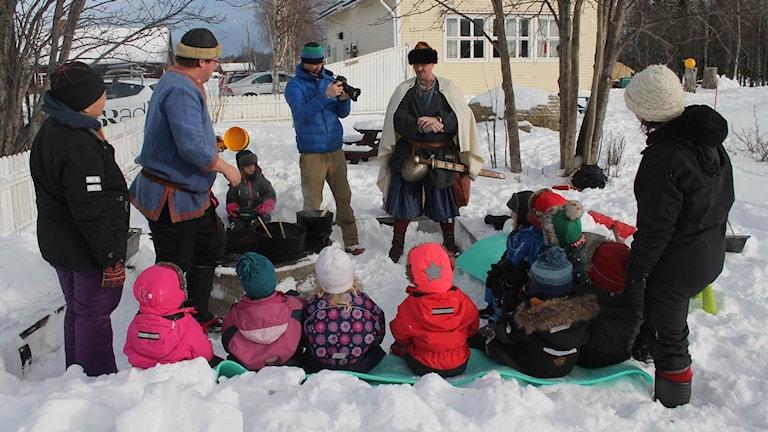 Öbarnas förskola på Norderön äter vikingamat under sitt lärande om historien kring vår mat från stenåldern till 1975.