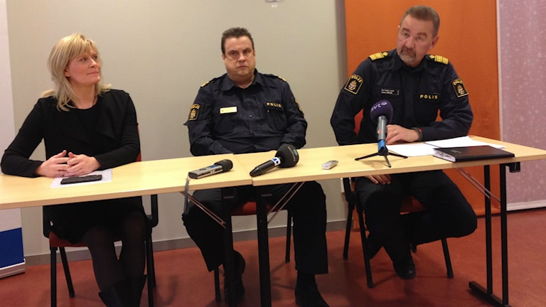 Police officers Sanna Matsson, Peter Moberg and Stephen Jerand at the press conference. Photo: Peter Söderlund/Sveriges Radio.