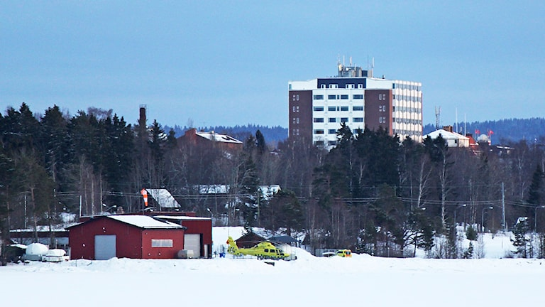 Östersunds sjukhus och ambulanshelikopter