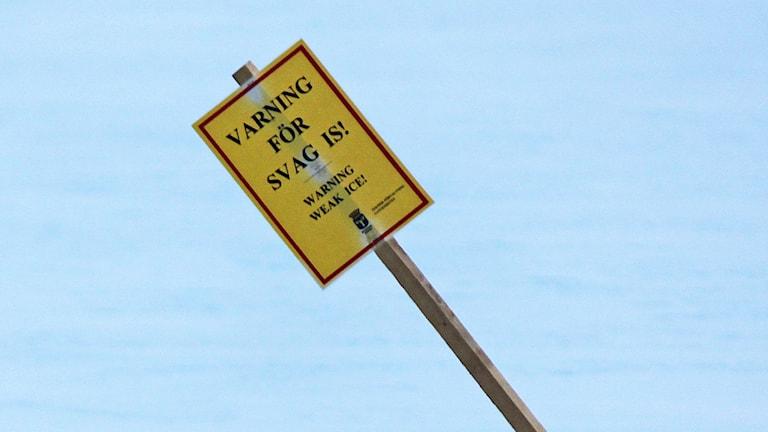 Varningsskylt för svag is