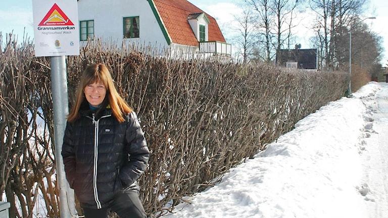 Birgitta Persson polisinspektör Jämtland i bostadsområde med grannsamverkan.