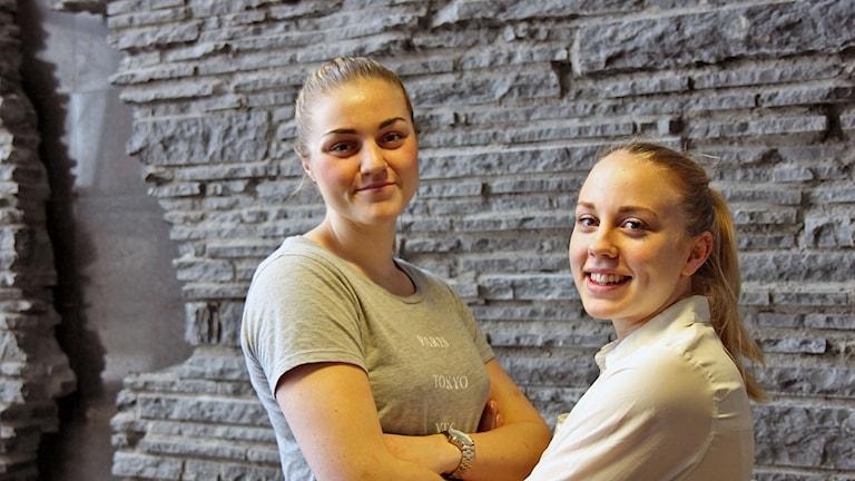 Moa Lundqvist och Olivia Lindgren spelar med Östersund baskets damlag