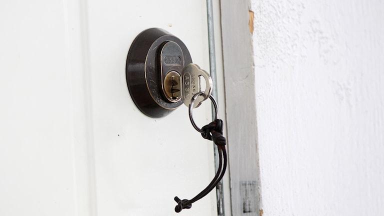 Nyckel i dörrlås