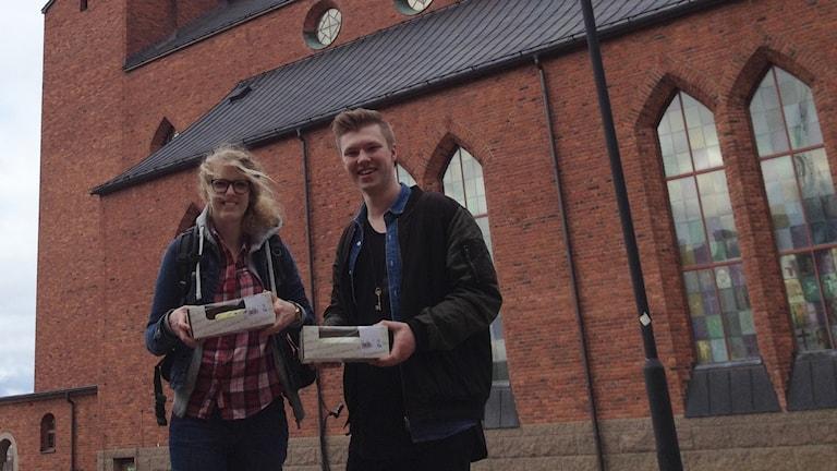 Josefina Hilding, samordnare för hjälp till EU-migranter och Jonathan Boström, praktikant Svenska kyrkan.