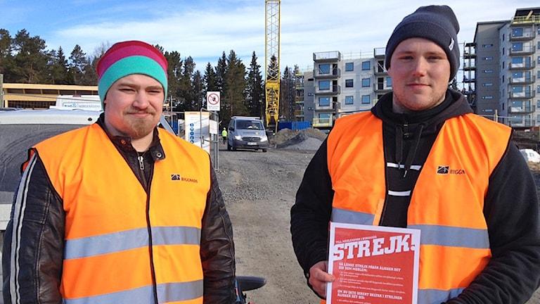 Byggstrejk- strejkvakterna Eric Sahlberg och Emil Moberg vid byggnadsarbetet vid Remonthagen Östersund