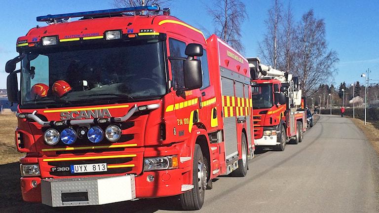 Brandbilar efter vägsträcka
