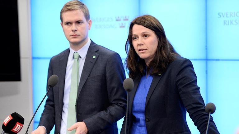 Miljöpartiets språkrör Gustaf Fridolin och Åsa Romson.