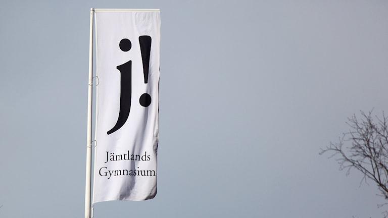 Flaggstång med flagga Jämtlands Gymnasium