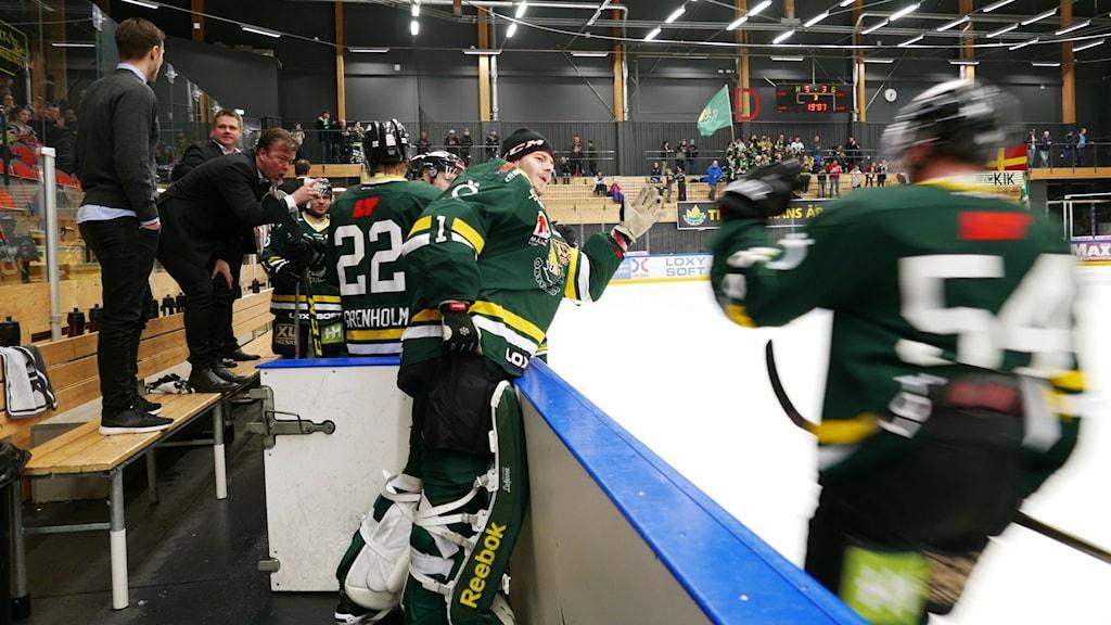 Jubel i ÖIK efter Kyle Hardys kvittering till 3-3.