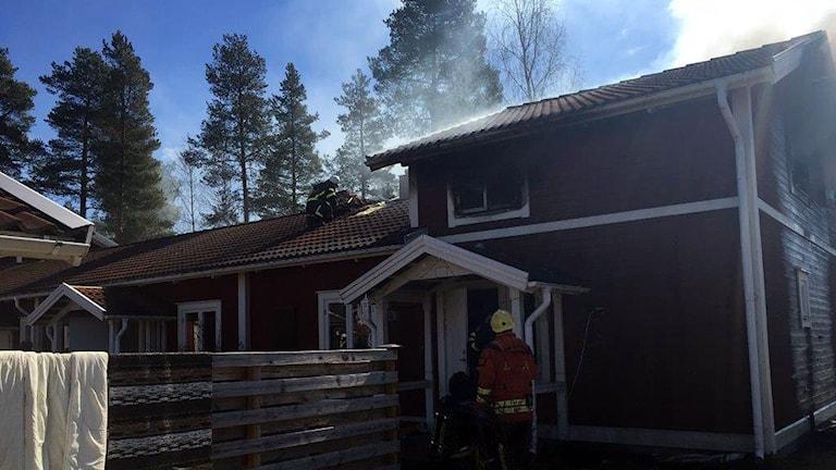 Brand i flerfamiljshus, Myrgränd 58, Sveg. 170503. Foto: Jämtlands Räddningstjänstförbund