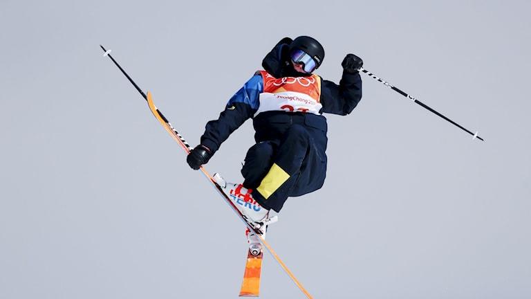 PYEONGCHANG 20180218 Sveriges Oliwer Magnusson under andra åket i söndagens kval i freeski slopestyle för herrar i Bokwang Snow Park i i vinter-os i Pyeongchang, Sydkorea.   Foto: Andreas Hillergren/TT kod 10600