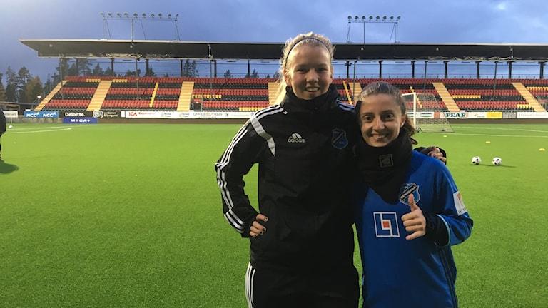 Två fotbollsspelare i ÖDFF