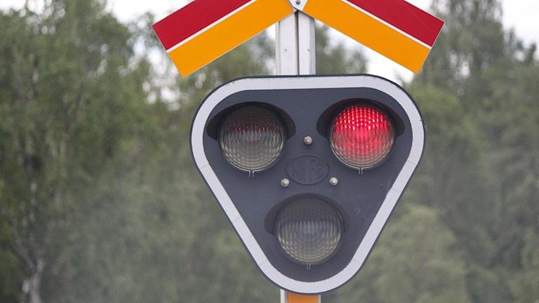 Järnvägssignal som blinkar rött