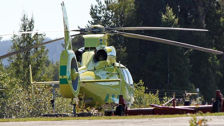 Ambulanshelikopter Region Jämtland Härjedalen vid helikopterbasen i Östersund