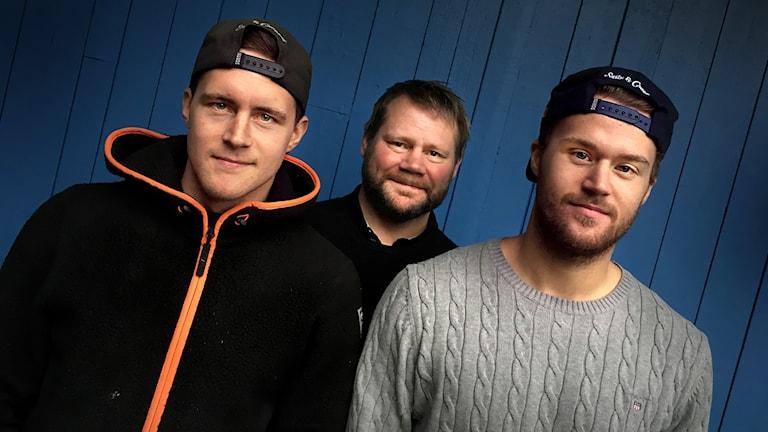 Huvudtränare Kjell-Åke Andersson från Östersunds IK och spelarna Niklas Nilsson, nyförvärv från Sveg, och Daniel Magnusson från Östersund.