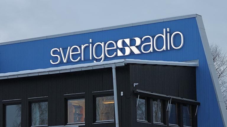 Radiohuset i Odensala, Östersund i skymning vintertid