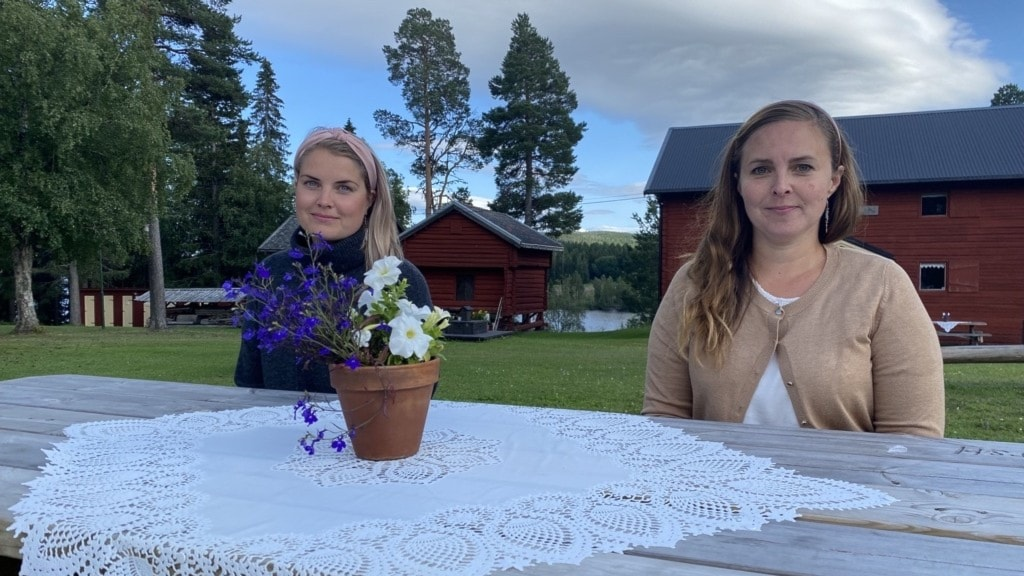 Madelene Engelin, Karolina Sundqvist - två kvinnor i sommarmiljö på hembygdsgård
