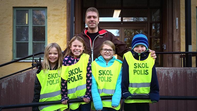 Friggaskolan, rektor Tommy Lundkvist, eleverna Linda Könberg, Lovisa Jejlid, Isabell Bardosen och Frode Eklund.
