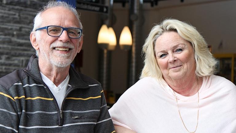Äldre man och kvinna porträttbild