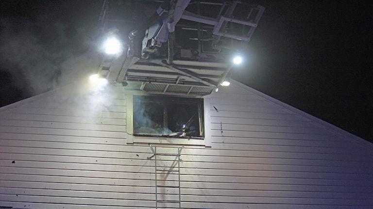 Branden härjade vindsvåningen i ett flerfamiljshus.
