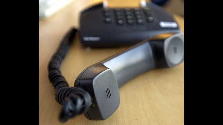 En telefon med avlagd lur.