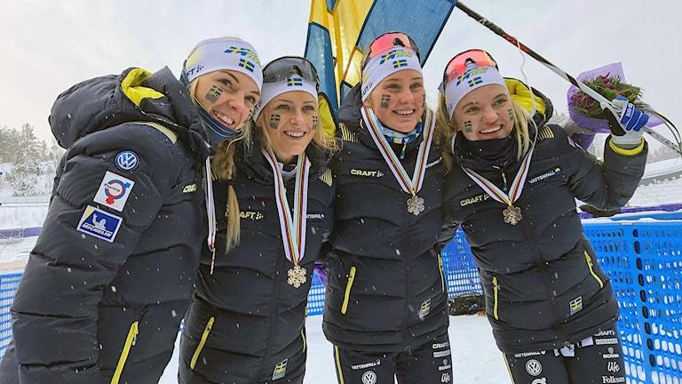 Det svenska laget som tog JVM-brons i stafett i Lahtis 199126. Louise Lindström, Frida Karlsson, Tilde Bångman och Linn Svahn. Foto: Privat