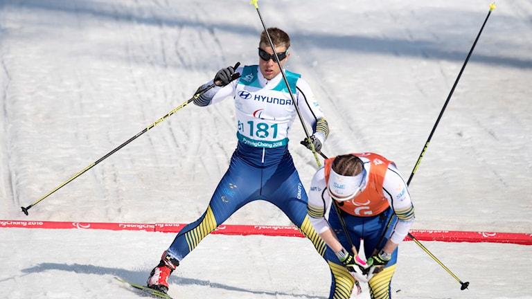 PYEONGCHANG 20180314 Zebastian Modin och hans guide Robin Bryntesson tog silver i finalen av sprinten under vinter-Paralympics i Pyeongchang i Sydkorea. Guldet tog Brian McKeever från Kanada och bronset tog Jake Adicoff från USA. Foto: Jessica Gow / TT
