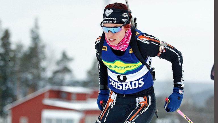 Skidskytten Elisabeth Högberg under tävling.