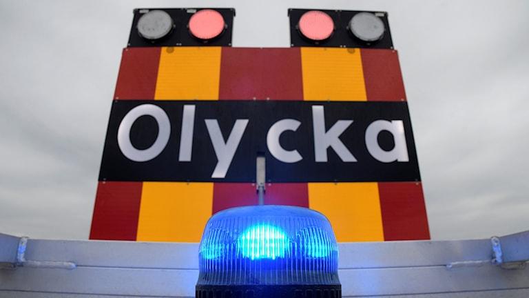 ESLÖV 2017-05-05  Blåljus och en skylt som varnar för olycka på ett av räddningstjänstens fordon.  Foto: Johan Nilsson / TT