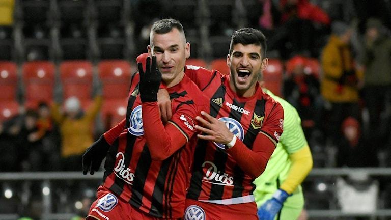 Östersunds Dino Islamovic firar sitt 3-0 mål med Rewan Amin under onsdagens fotbollsmatch i allsvenskan mellan Östersund FK och IF Brommapojkarna på Jämtkraft Arena.
