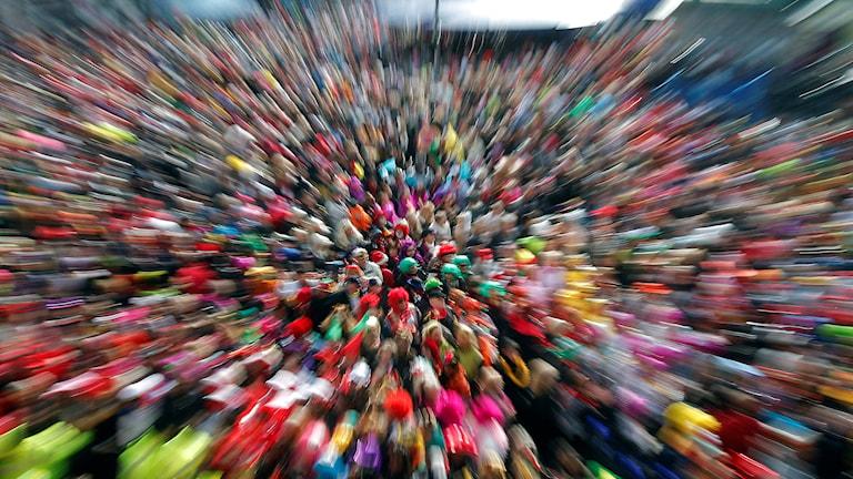 Färgglad folkmassa