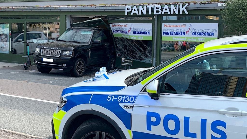 Polisbil framför rån