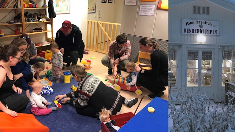 """Flera vuxna och små barn sitter tillsammans på golvet och leker till vänster och till höger ett hus med skylten """"Dunderklumpen""""."""