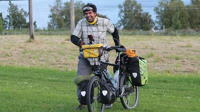 Mohammad passerar Östersund på väg mot Nordkap i Norge under sin senaste cykeltur.