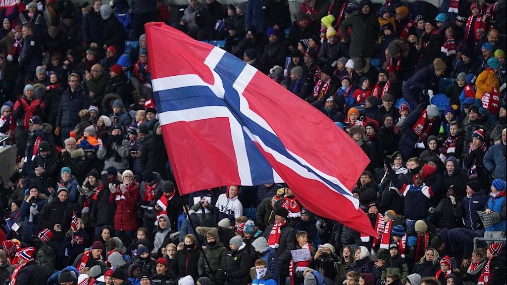 Norsk flagga i publikhav