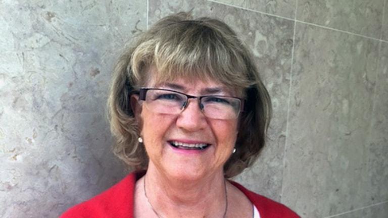 Kvinna 68 år med glasögon