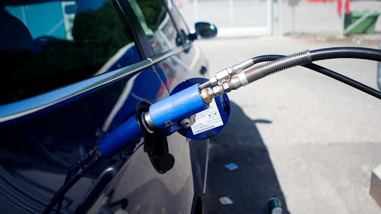 Bilen tankas med biogas