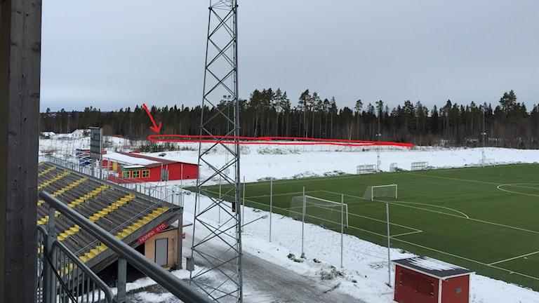 Vy från Jämtkraft arena i Östersund mot det område där de nya attefallshusen ska byggas.